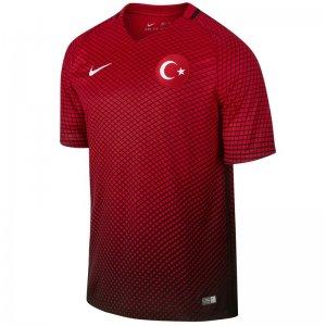 Sizce Türk Milli Takım forması nasıl olmalı?