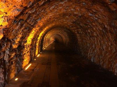 Issız bir tünel