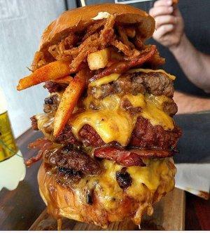 İlk önce hamburgeri mi yersiniz? Yoksa patates kızartmasını mı?